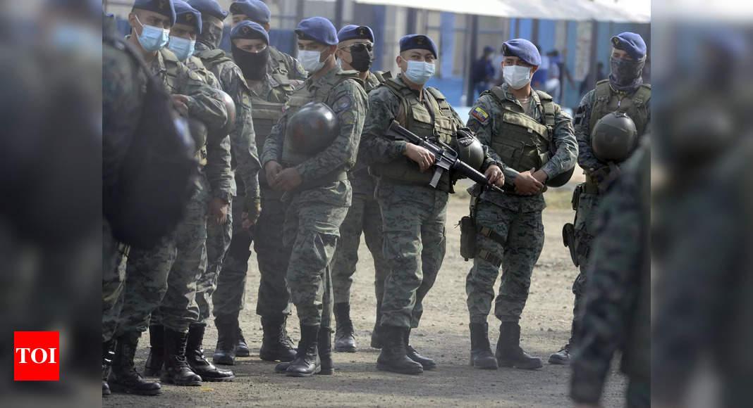 Photo de La police reprend le contrôle de la prison de l'Équateur après la mort de 118 personnes dans des émeutes