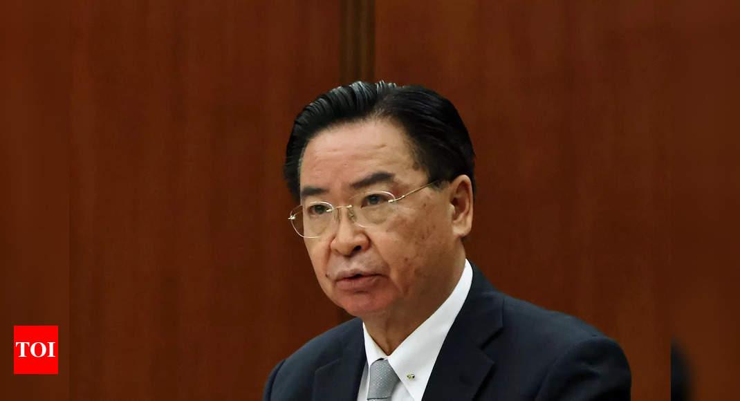 Photo de Evoquant Mao, la Chine assimile le ministre des Affaires étrangères de Taïwan à une mouche « stridente »