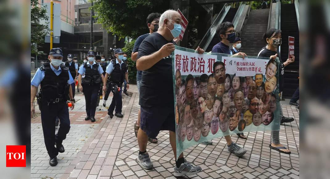Photo de La police interrompt une manifestation de 4 personnes pour la fête nationale à Hong Kong